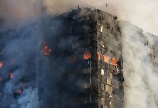 ไฟไหม้เกรนเฟลทาวเวอร์ในกรุงลอนดอน