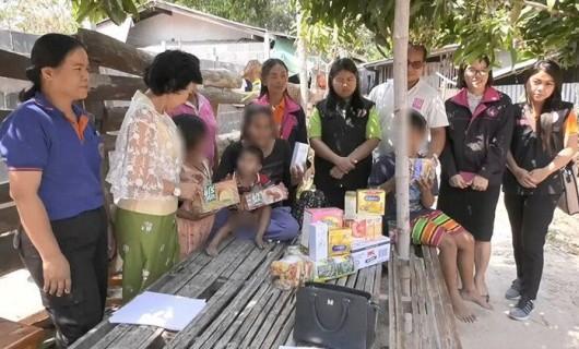 ยายติดเชื้อ HIV เลี้ยงหลาน 22 คน ล่าสุด หลานสาววัย 15 ปี ท้อง 5 เดือน ถูกจับคดีค้ายาบ้า